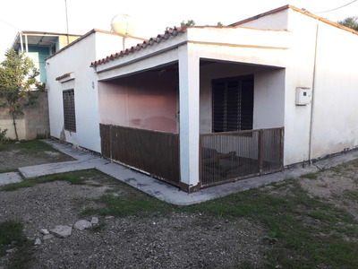 En Venta: Cómoda Casa De Familia Con Amplio Terreno