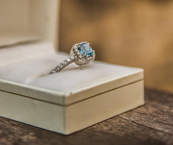 14k 0.91 Fancy Blue Diamond, 0,30 Diamonds.