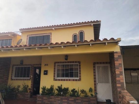 Nestor Moreno Vende Town House En Los Jarales