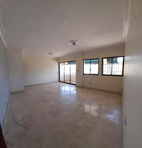 Apartamento En Las Praderas 3er Piso    Ascensor