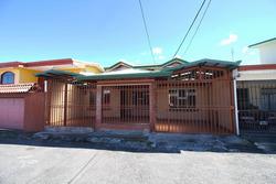 Oportunidad! Linda Casa En Centro De San Rafael De Heredia