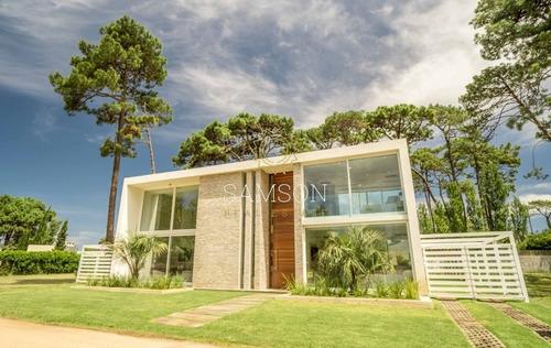 Hermosa Casa En Venta, En La Ciudad De Punta Del Este- Ref: 63759