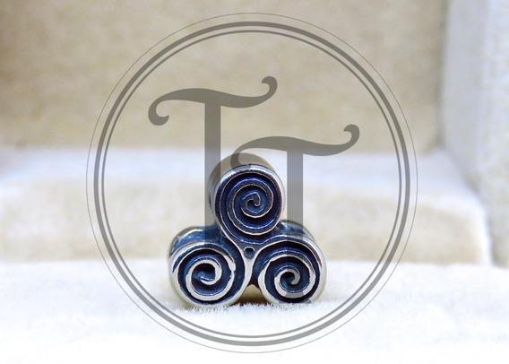 Charm Trisquel Celta Titanio 18k