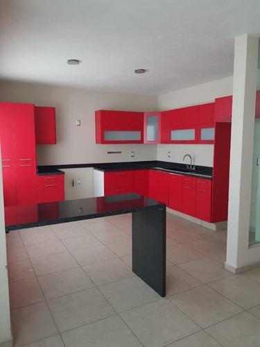 Moderna Residencia De 4 Habitaciones En Tejeda, Corregidora