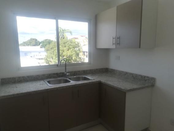 Apartamento De 3 Habitaciones En Los Prados