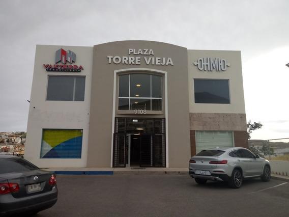 Plaza Comercial En Excelente Ubicación, Por Av. Principal Y Con Afluencia Vehicular, Cuenta Con 2 Bo