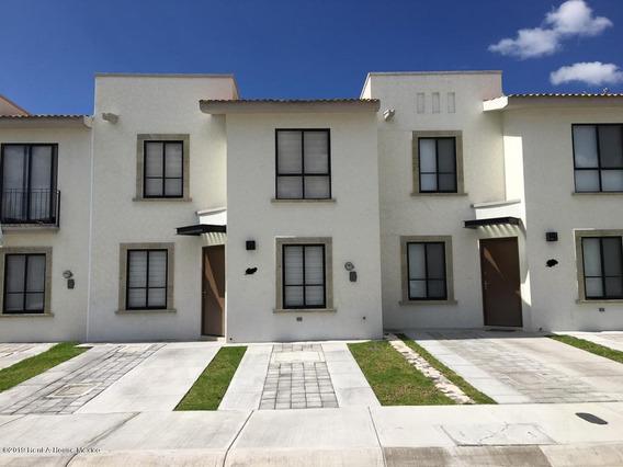 Casa En Renta En Zakia, El Marques, Rah-mx-20-510