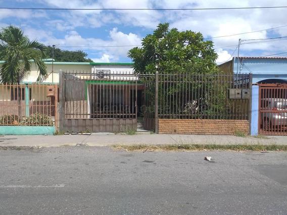 Casa En Venta Oeste De Barquisimeto 21-5126 Rg