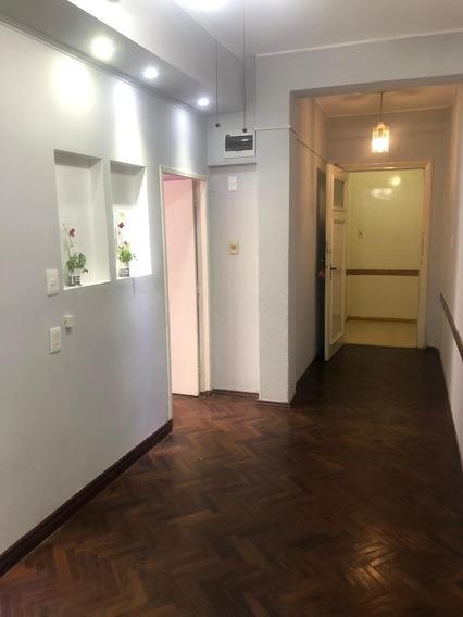 Apartamento En El Centro De 1 Dorm. San Jose Con Aire