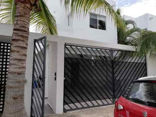 Hermosa Casa Remodelada En Residencial Isla Azul| 3 Rec