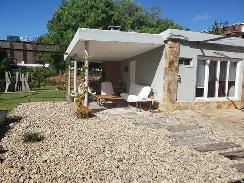 Brillante Casa En Venta A Metros Del Mar, Mansa
