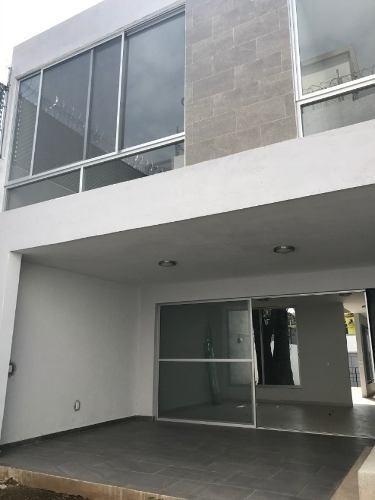 Rento Casa Sola En Cuernavaca Al Norte De La Ciudad.