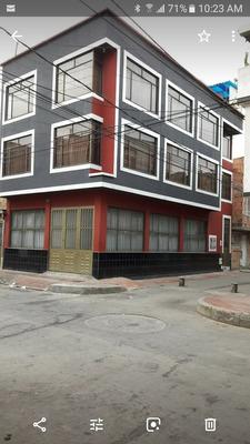 Casa Ezquinera De Tres Pisos