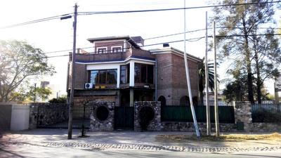 Casa Gigante Con Planta Baja Y Dos Pisos !! Oportunidad