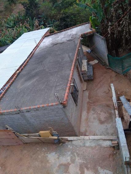 Casa Com 3 Comodos E 1 Banheiro, Área De Serviço