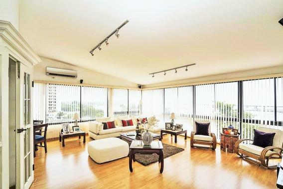 Elegante Penthouse Tipo Loft Frente Al Mar, Amueblado De 300