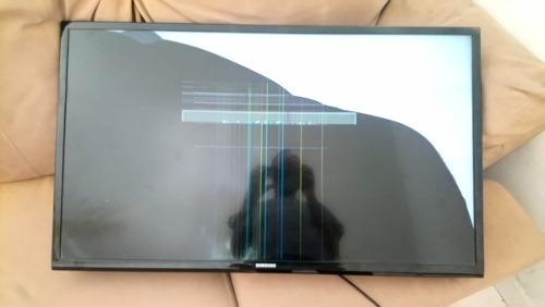 Imagem 1 de 1 de Tv Led 32 Polegadas Samsung Un32j4000 Tela Quebrada