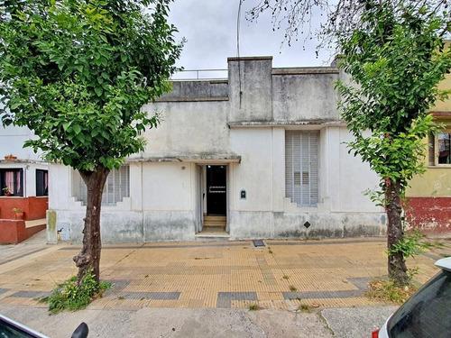 Casa Antigua En Venta Centro Campana. 3 Dormitorios. Ideal Remodelación. 4 Cuadras De La Plaza