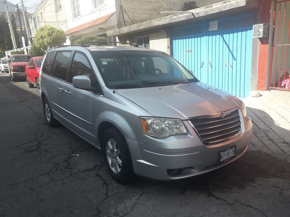 Chrysler Town Country 2010
