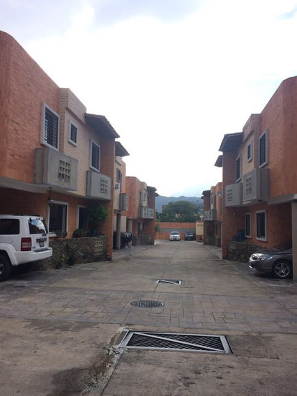 Town House En Res. Marcella Mañongo