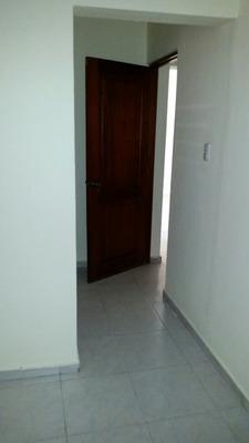 Apto De 2 Habitaciones, En La Zona Universitaria. 1er Piso