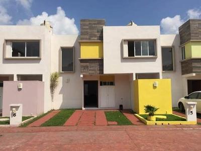 3 Hermosas Casas En Venta, Cluster Privado Con Vigilancia Y Alberca.