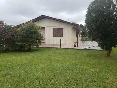 Casa Residencial Com Barracão - Quisissana 00148.003