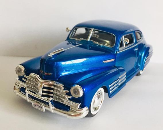 Miniatura Chevy Aerosedan Fleetline 1948 1:24