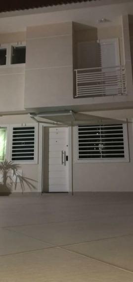 Lindo Sobrado Em Condomínio Fechado Com 2 Suítes E 2 Vagas De Garagem - Dg2886