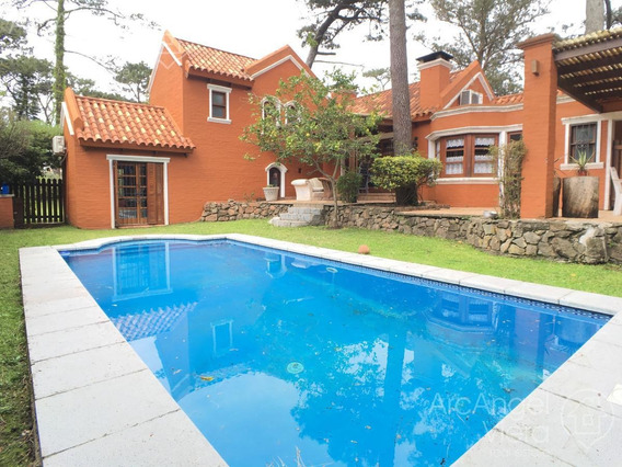 Casa Con Piscina En Alquiler Anual - Playa Mansa