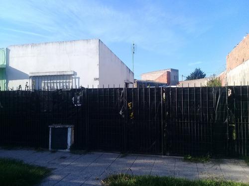 Venta De Casa De 2 Ambientes Con Parque  Zona San Salvador Y Fleming-