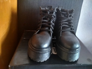 Borcegos De Cuero Simona Shoes
