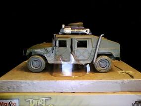 Carro Maisto Humvee Serie Dirt Riders 1/27