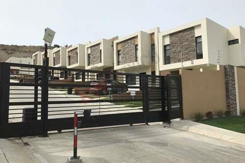 Casa En Privada Zona Muy Tranquila Con Ubicación Céntrica En Tijuana