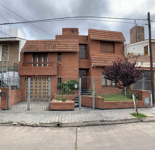 Imagen 1 de 3 de Altos San Martín, Vendo Casa 3 Dormitorios, Pileta