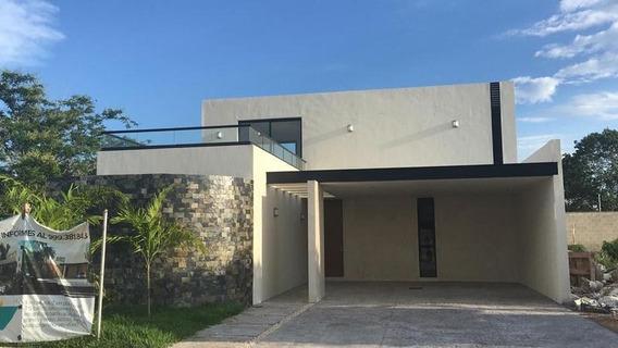 Casa En Venta En Merida, Privada Parque Natura, 4 Habits Y Jacuzzi
