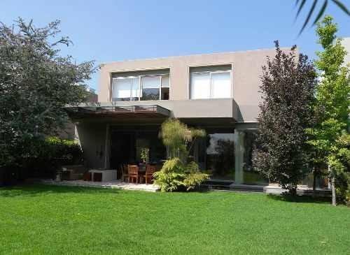 Casa En Venta En Cumbres De Santa Fe Como Nueva, Buen Jardín