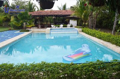 Extraordinaria Propiedad De Playa En Punta Barco -$850,000.0