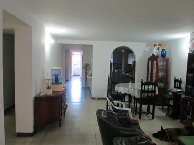 Buena Ubicación,garaje,cerca,salazar Y Herrera Negociable!!