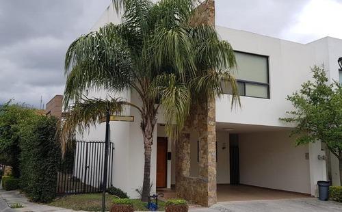 Casa En Venta En La Privada Del Vergel, Fracc. Privado Zona Carretera