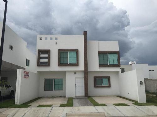 Casa Sola En Venta Fracc El Roble Residencial