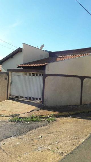 Casa Com 3 Quartos, Banheiro, Sala Estendida E Cozinha