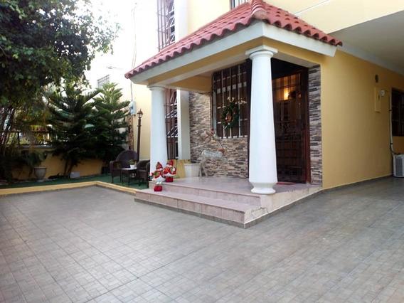 Venta, Santo Domingo, Casa 2 Niveles, Av. Independencia
