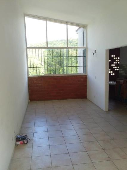 Comodo Y Amplio Apartamento En Urb Valles De Chara