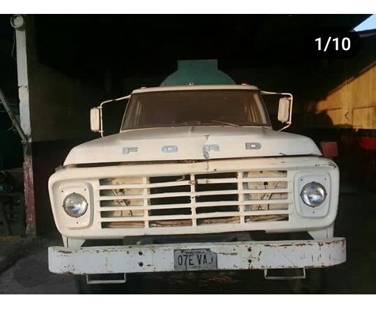 Ford F-750 Cisterna