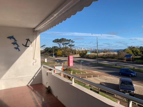 Apartamento En Muy Buena Ubicacion Con Vista Frontal A La Mansa, De 1 Dor, 1 Baños.- Ref: 2060