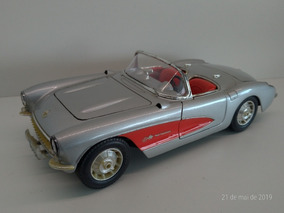 Corvette 1957 1:18 Bburago Com Detalhe Para Diorama