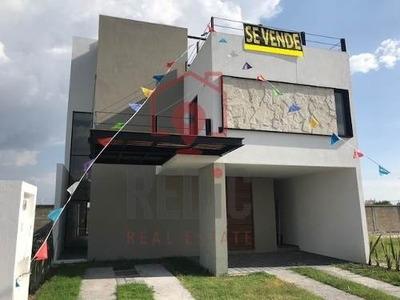 Estrena Hermosa Casa De 3 Habitaciones Y Roof En Condesa Juriquilla