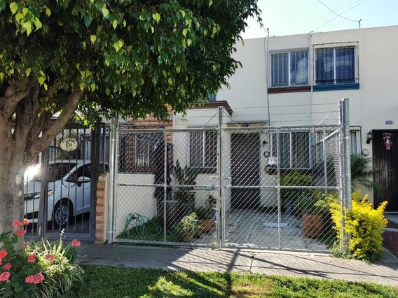 Casa En Venta En Jardines Del Valle Por Real Center