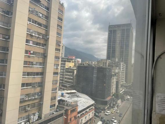 Excelente Local En Centro De Caracas.